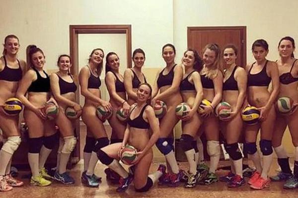 волейболистки в раздевалке фото