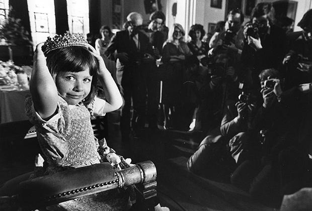 Коронованная Кристина Кашман на своем троне, 1979 год