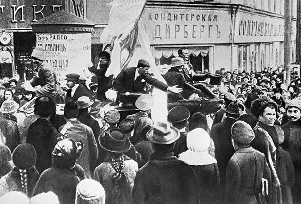 Митинг на площади в Харькове в дни февральской революции, 1917 год