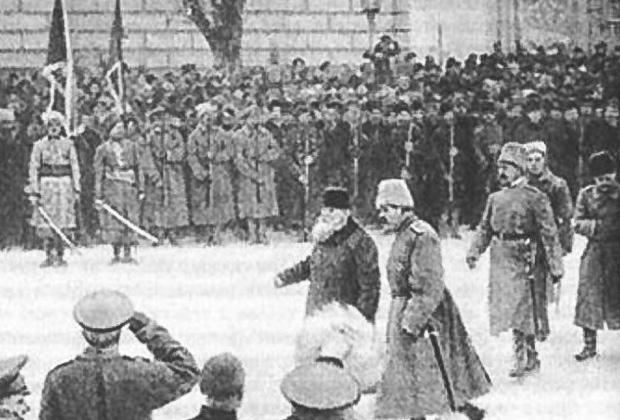 Михаил Грушевский принимает парад частей вольного казачества, 1 января 1917 года