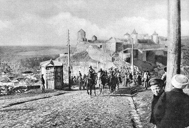 Части австро-венгерской армии входят в Каменец-Подольский после подписания мира, февраль 1918 года