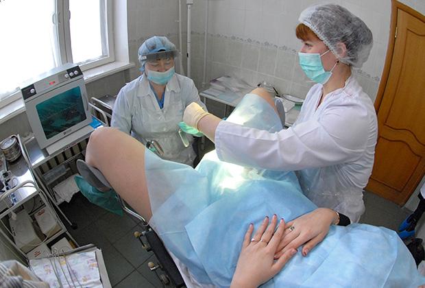 По мнению узбекского духовенства, женскими докторами должны быть только женщины