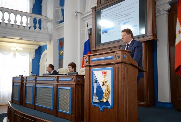 Дмитрий Овсянников (за трибуной) представил Стратегию социально-экономического развития города до 2030 года.
