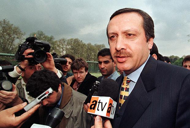 На посту мэра Стамбула Эрдоган зарекомендовал себя как крепкий хозяйственник