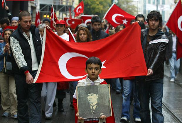 Сторонники светского пути развития и следования заветам Ататюрка. 21 октября 2007 года