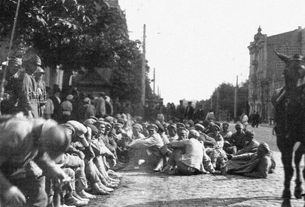 Август 1920 года. Польша. Пленные красноармейцы