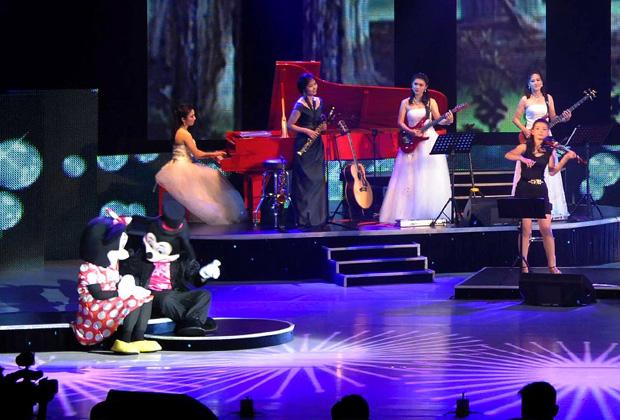 Выступление ансамбля «Моранбон» в Пхеньяне
