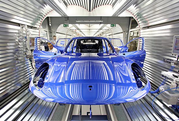 Первая машина сошла с конвейера завода Porsche в 2002 году