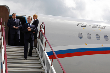 Самолет сединороссами несмог вылететь изОмска