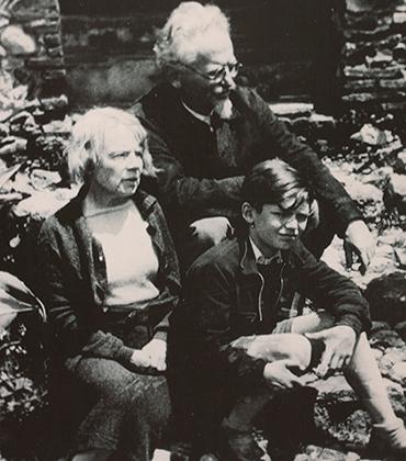Лев Троцкий, его жена Наталья и внук. Мексика, Мехико, 1940 год