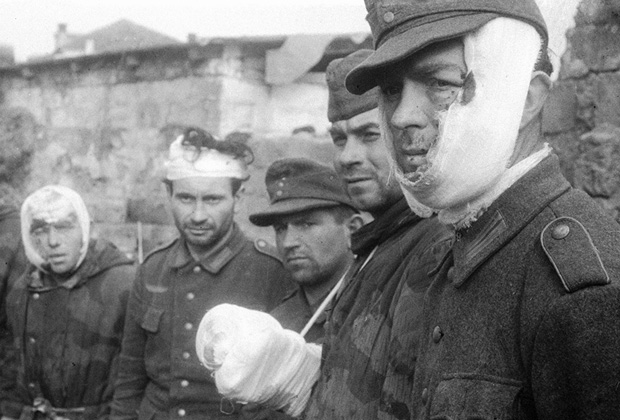 Немецкие военнопленные, захваченные в ходе десантной операции на Керченском полуострове