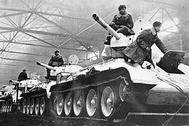 01.02.1942 Танки из цехов Уралмаша, оснащенные, на тот период, по последнему слову военной техники.