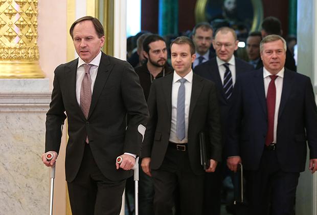 После праздников глава Минкавказа пришел в Кремль на костылях