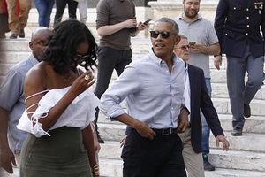 US former President Barack Obama and his wife Michelle walk during their visit to Siena, Tuscany region, Italy, Monday, May 22, 2017. The Obamas arrived in Tuscany last Friday for a six-day holiday. (Fabio Di Pietro/ANSA via AP) комментарии: