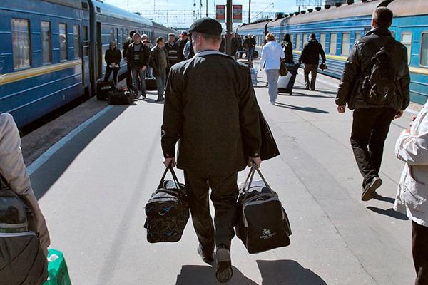 Отправление поезда на Украину с Киевского вокзала.