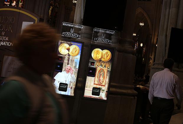 Ватикан зарабатывает и на продаже сувениров