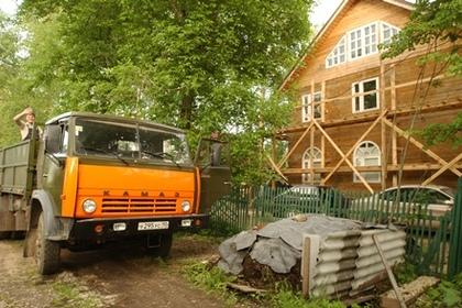 В Ялте КамАЗ задавил женщину с двухлетним ребенком