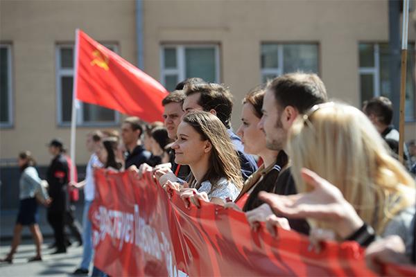 Оттенки красного: Зачем коммунисты России воюют друг с другом