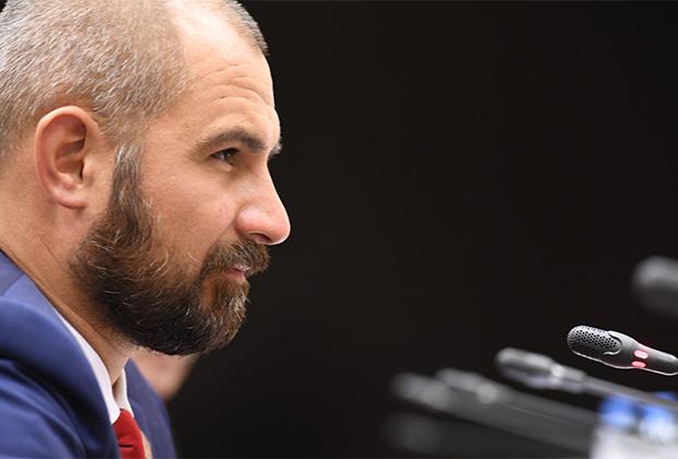 Максим Сурайкин не собирается отставать от лидера КПРФ в обновлении партсостава