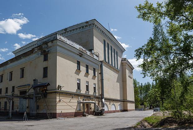 Здание одного из остановленных реакторов