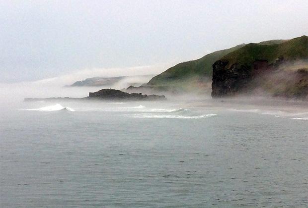 Остров все время укутан туманами