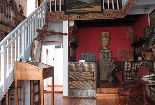 Семья Волошиных отличалась редким гостеприимством, благодаря которому дом поэта быстро стал местом притяжения творческой интеллигенции
