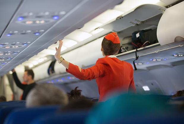 Все стюардессы испытывают стресс от нескончаемого потока одинаковых вопросов