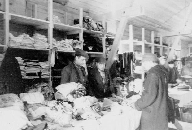 Лагерный магазин одежды, 1941-1942