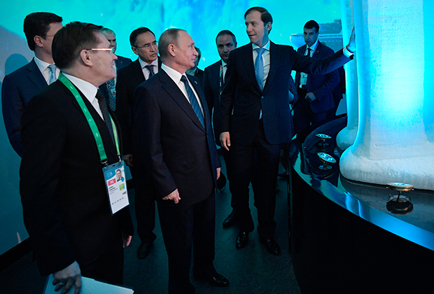 Владимир Путин посетил российский павильон на выставке «Астана ЭКСПО-2017», где ему продемонстрировали энергетический потенциал российской Арктики
