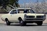 Прошедший тщательную реставрацию экземпляр Pontiac GTO первого поколения, в оригинальной окраске Candlelight Cream и со спортивными сиденьями в салоне.