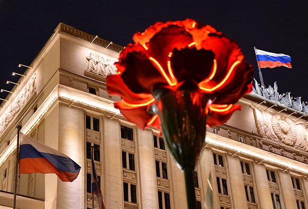 Уже почти век красная гвоздика остается символом памяти павших…