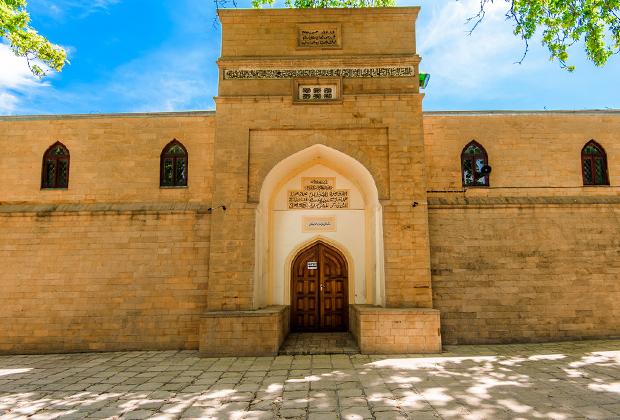 В Дербенте находится самая древняя на территории бывшего Советского Союза действующая мечеть