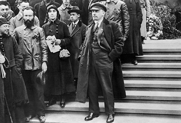 Владимир Ильич Ленин во время первомайской демонстрации на Красной площади в Москве. 1 мая 1919 года