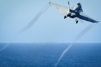 FILE PHOTO: An F/A-18E Super Hornet takes off from the flight deck of the U.S. Navy aircraft carrier USS Nimitz on October 29, 2016. U.S. Navy/Seaman Weston A. Mohr/Handout/File Photo via REUTERS. ATTENTION EDITORS - THIS IMAGE HAS BEEN SUPPLIED BY A THIRD PARTY. TPX IMAGES OF THE DAY