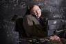 В январе знаменитому британскому физику Стивену Хокингу исполнилось 75 лет, и больше 50 из них он прожил с БАС. Это абсолютный рекорд продолжительности жизни с этим недугом. С 1985 года Хокинг общается с внешним миром при помощи специальной компьютерной системы, которой он управляет мышцей щеки.