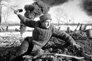 Советский боец под Сталинградом, осень 1942 года.