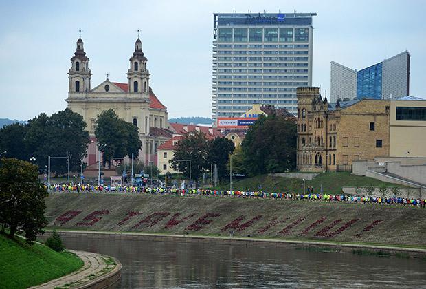 «В домах на окраине Вильнюса жильцы 25 квартир воду берут из большого общего колодца»