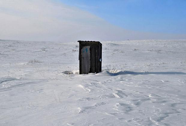 Местные депутаты считают, что в опустевших деревеньках никто не будет заменять выгребные ямы дорогостоящей системой местной канализации