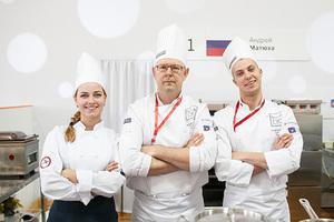 Андрей Матюха (в центре)