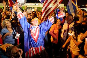 Жители Флориды празднуют кончину многолетнего лидера Кубы Фиделя Кастро