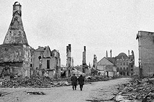 Латвийский город Елгава (Митава), разрушенный немецкими захватчиками