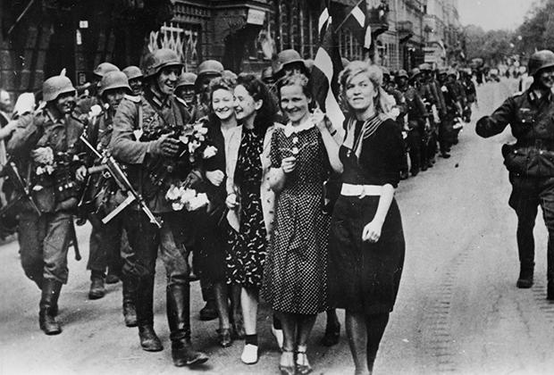 Многие в Латвии встречали солдат вермахта как освободителей