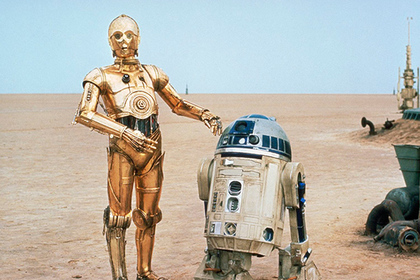 Робот R2-D2 (справа)