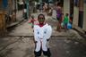 Костюм «Здоровый зуб», который выдали ребенку благотворители, должен привлечь внимание окружающих к необходимости соблюдения правил гигиены.