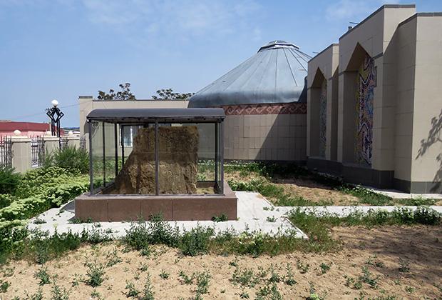 Шевченко участвовал в ряде экспедиций вглубь Мангышлака в 1852 — 1857 годах, а потому и музей теперь не только мемориальный