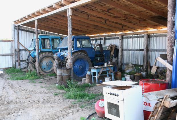 Эти трактора были подарены общине в состоянии «мертвого железа». Прихожане своими руками восстановили их, перебрав до последнего болта