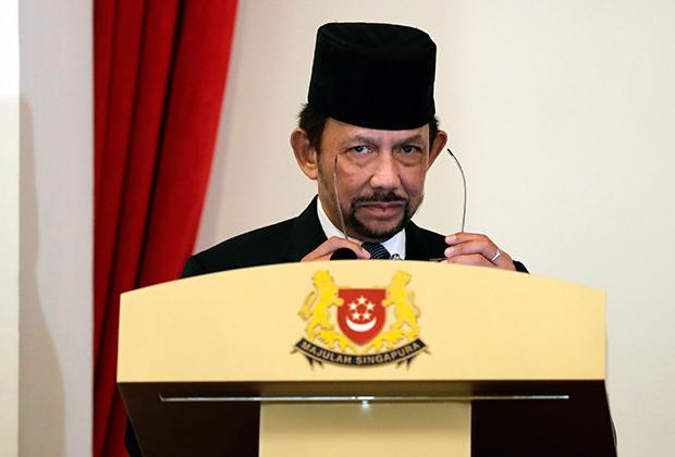 Султан Брунея спустя 25 лет после описываемых событий, 2017 год