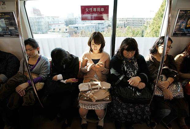 Вагон «только для женщин» токийского метро