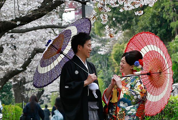 Пара в традиционных японских свадебных кимоно