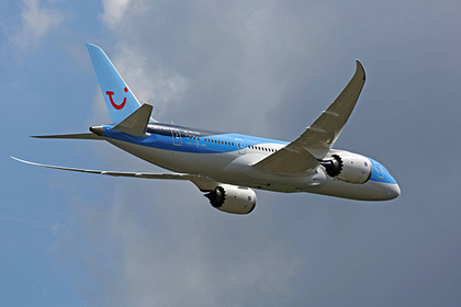Luchtmachtdagen 2014. Ein zweistrahliges Langstrecken - Verkehrsflugzeug vom Typ Boeing 787 Dreamliner der britischen Fluggesellschaft Thomson Airways während einer Flugvorführung am 21.06.2014 im Rahmen der Luchtmachtdagen 2014 auf der Air Force Base Gilze en Rijen , Niederlande.....Luchtmachtdagen 2014 a Zweistrahliges Long haul Transport aircraft of Type Boeing 787 Dream liner the British Airline Thomson Airways during a Flight demonstration at 21 06 2014 in Frame the Luchtmachtdagen 2014 on the Air Force Base en Netherlands Photographer: © imago stock&people